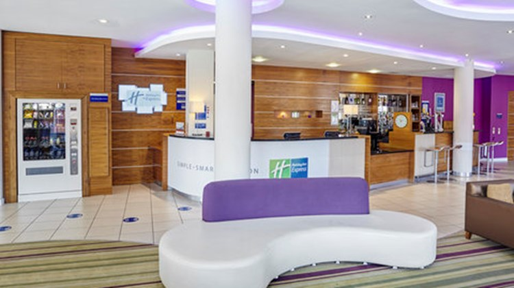 Holiday Inn Express London-Newbury Park Lobby