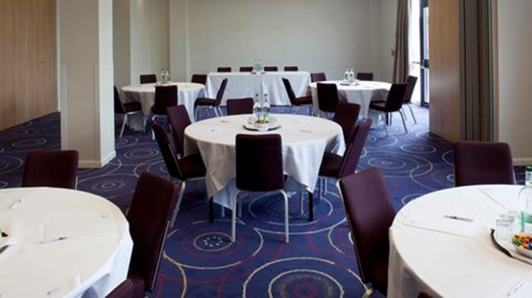 Holiday Inn Express London-Newbury Park Meeting