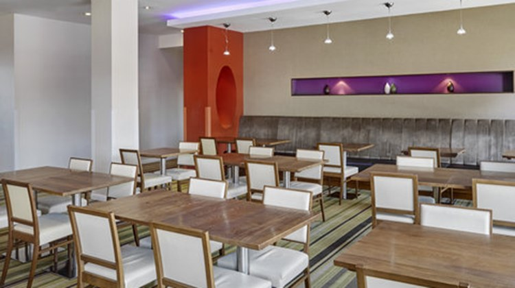Holiday Inn Express London-Newbury Park Restaurant
