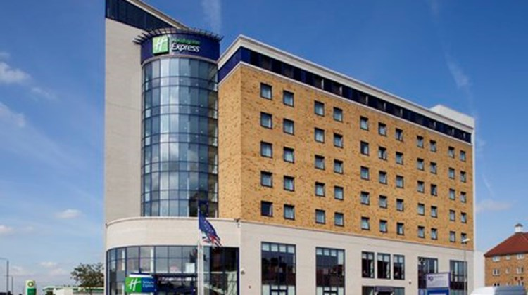 Holiday Inn Express London-Newbury Park Exterior