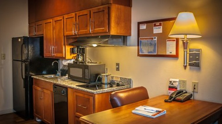 Candlewood Suites New Iberia Room