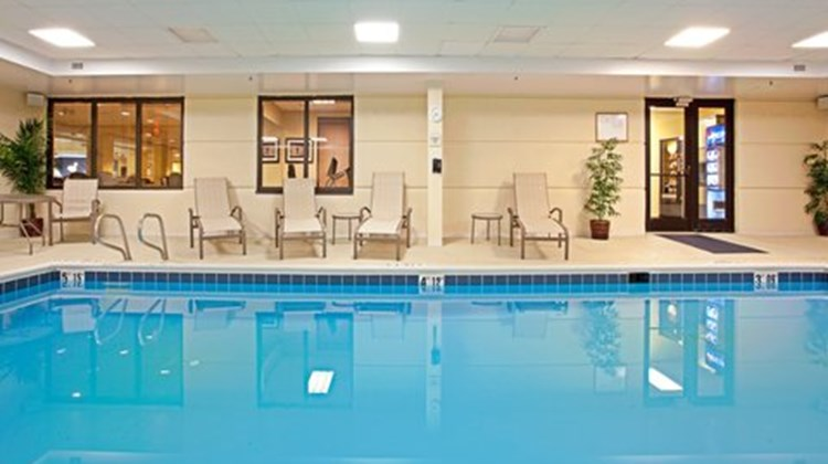 Holiday Inn Express Richmond Airport Pool