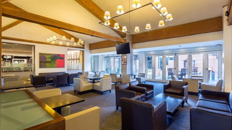 Holiday Inn Cambridge Lobby
