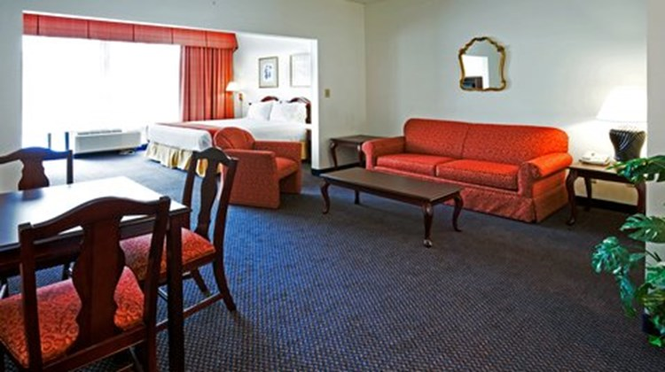 Holiday Inn Express (Durham Area) Suite