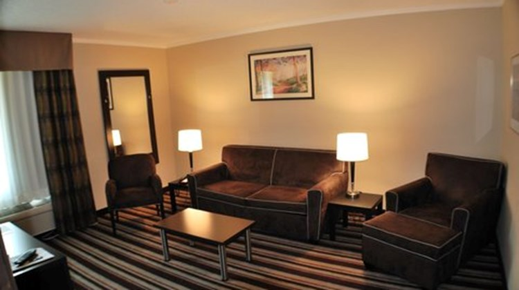 Holiday Inn Express West I40 Room