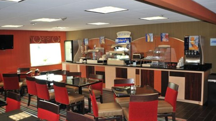 Holiday Inn Express West I40 Restaurant