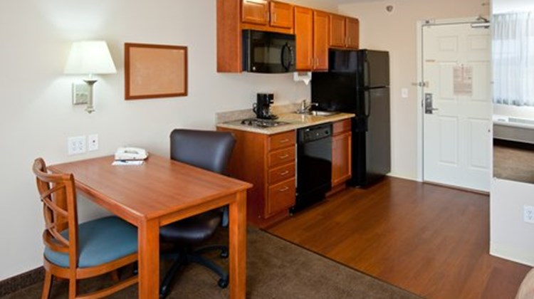 Candlewood Suites Indianapolis South Suite