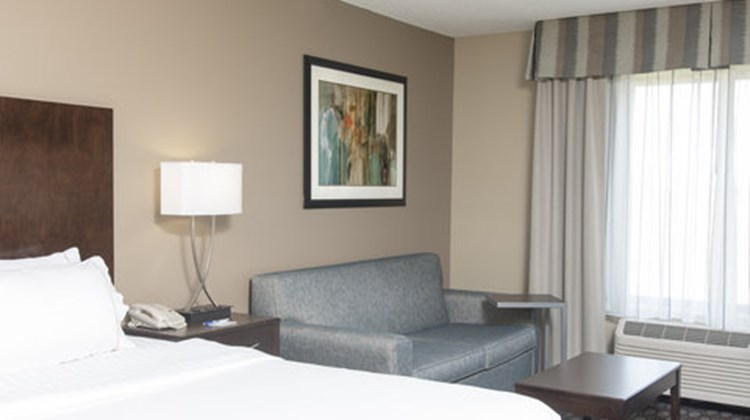 Holiday Inn Express Gas City Room