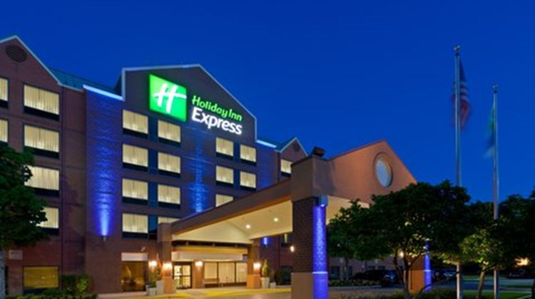 Holiday Inn Express BWI Airport Exterior