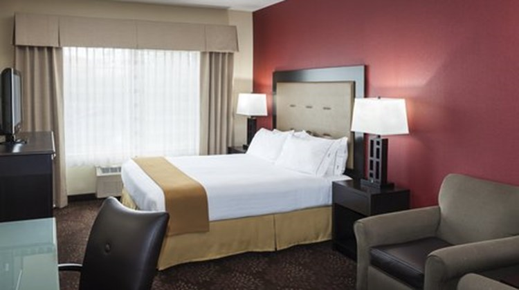Holiday Inn Express Anchorage Room