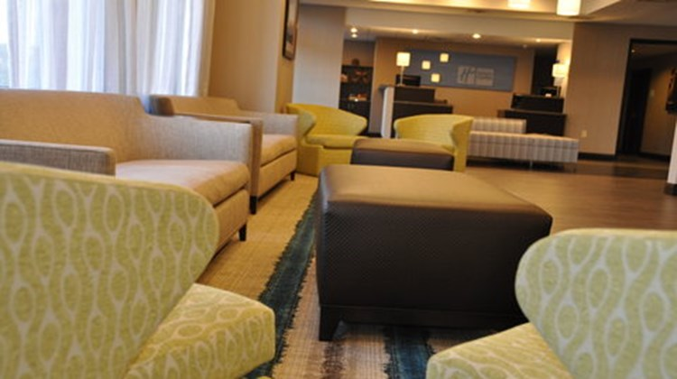 Holiday Inn Express Brentwood South Lobby