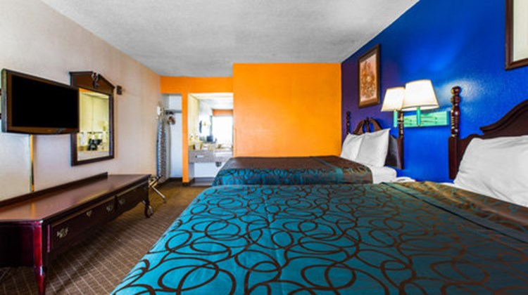 Econo Lodge Inn & Suites Macon Room