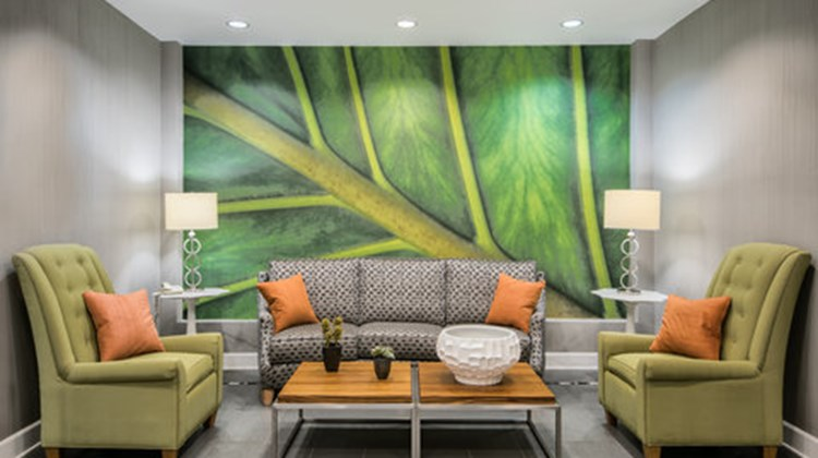 Holiday Inn Express & Suites Clute - Lak Lobby
