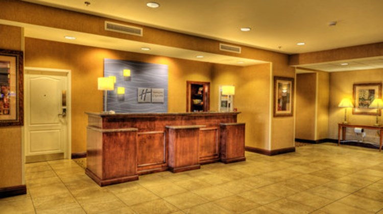 Holiday Inn Express & Suites, Sioux City Lobby