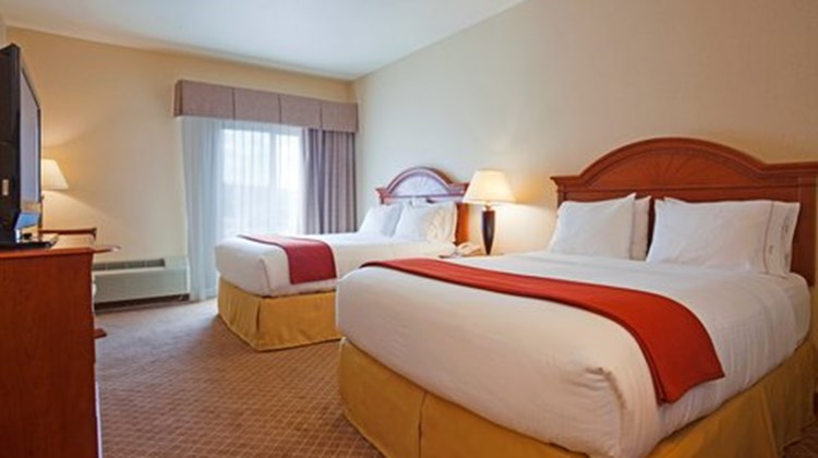 Holiday Inn Express & Suites Wausau Room