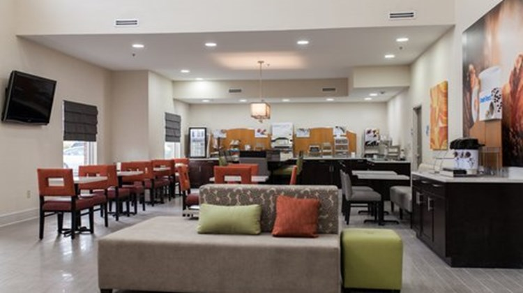 Holiday Inn & Suites, Sweetwater Lobby