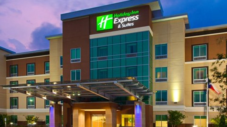 Holiday Inn Express & Suites Houston SW Exterior