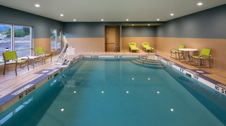 Holiday Inn Express & Suites Terrace Pool