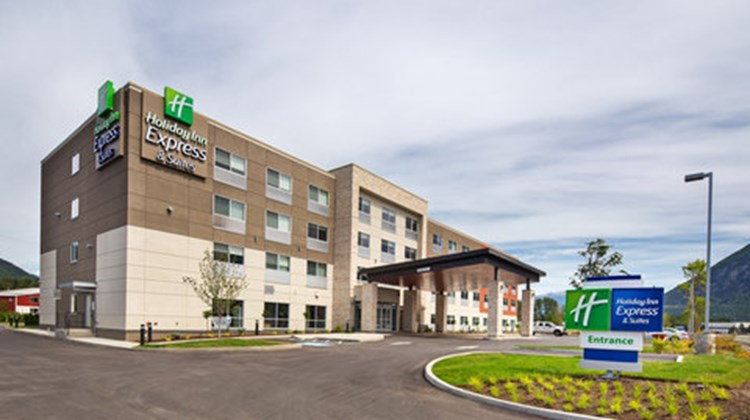 Holiday Inn Express & Suites Terrace Exterior