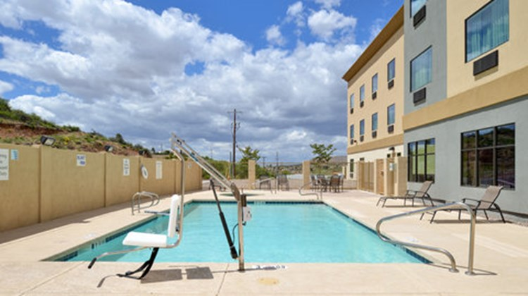 Holiday Inn Express & Suites Globe Pool