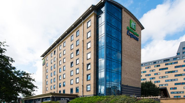 Holiday Inn Express Leeds City Centre Exterior