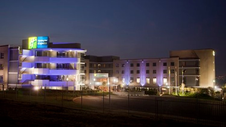 Holiday Inn Express Sandton-Woodmead Exterior