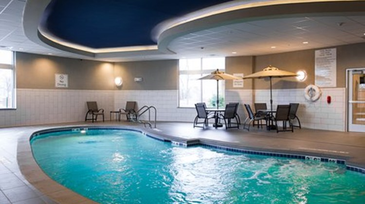 Holiday Inn Exp Stes Central Pool