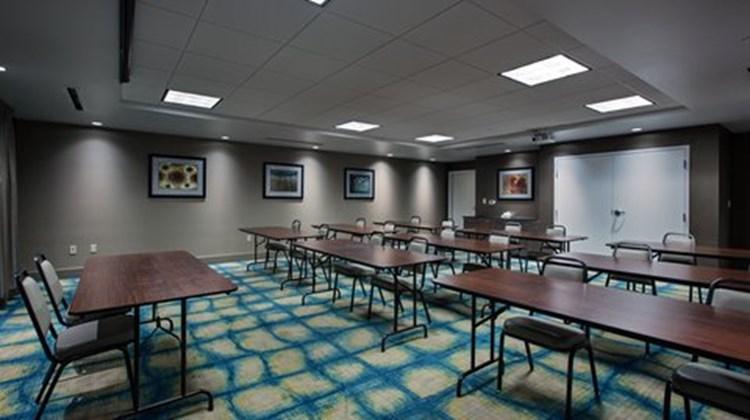 Holiday Inn Express & Suites Carlisle Meeting