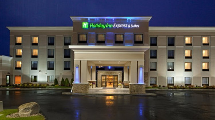 Holiday Inn Express Malone Exterior