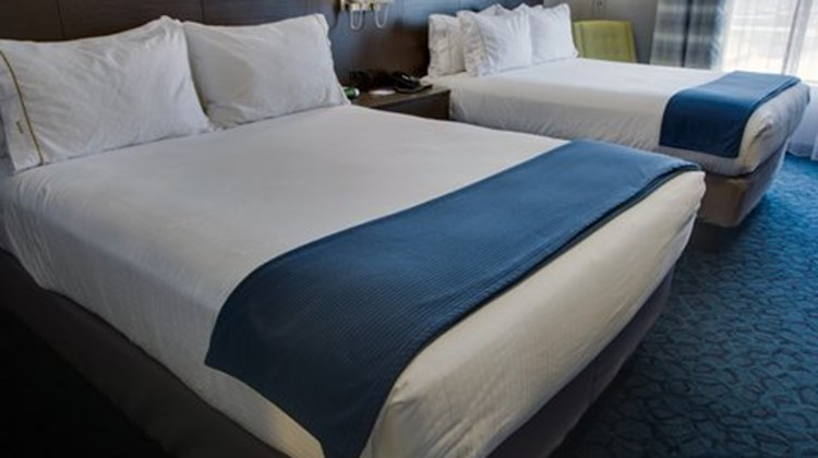 Holiday Inn Express & Suites Sidney Room