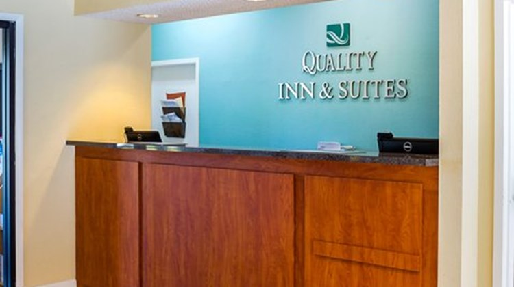 Quality Inn & Suites Destin Lobby