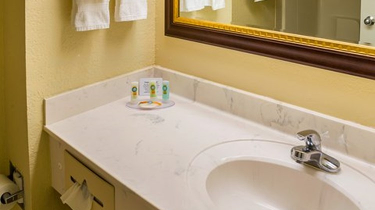 Quality Inn & Suites Destin Room