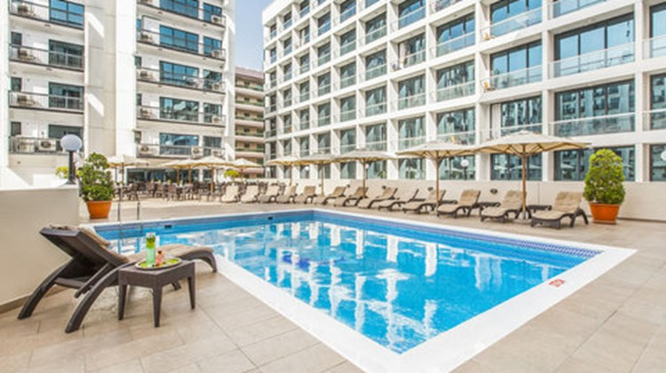 Golden Sands Hotel Apartments Pool