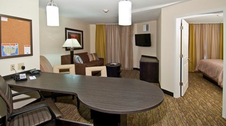 Candlewood Suites Tupelo North Suite