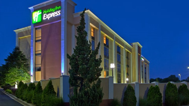 Holiday Inn Express DC East- Andrews AFB Exterior