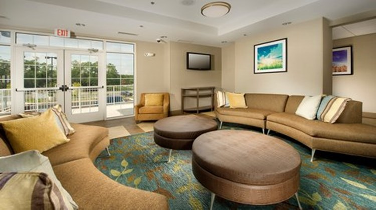 Candlewood Suites Alexandria Lobby