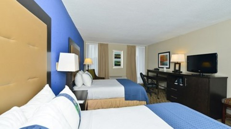 Holiday Inn Raleigh North Room