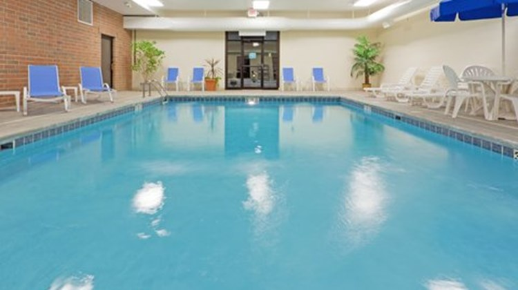 Holiday Inn Express & Suites Kent State Pool