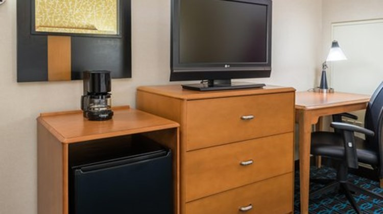 Fairfield Inn & Suites Buffalo Airport Room