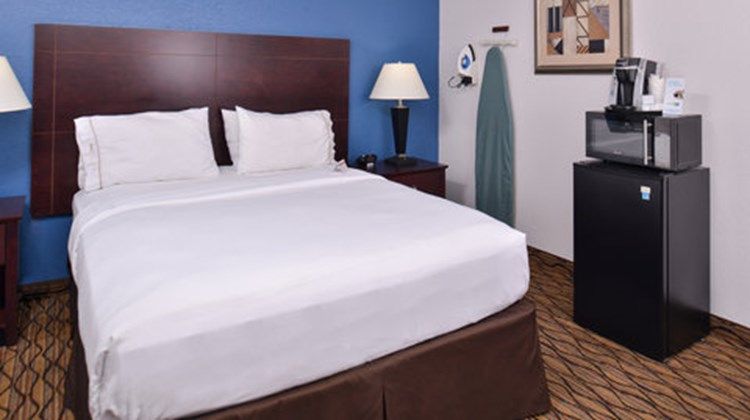 Holiday Inn Express Omaha West - 90th St Room