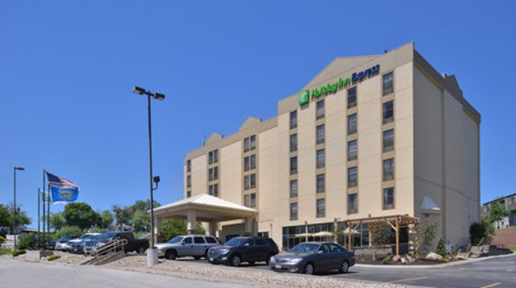 Holiday Inn Express Omaha West - 90th St Exterior