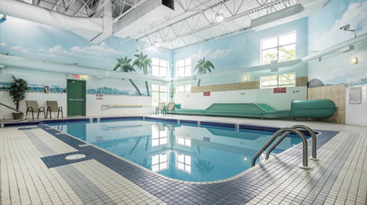 Comfort Inn & Suites Kamloops Pool