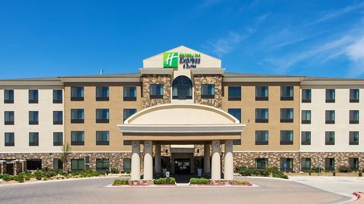 Holiday Inn Express & Suites Midland Exterior