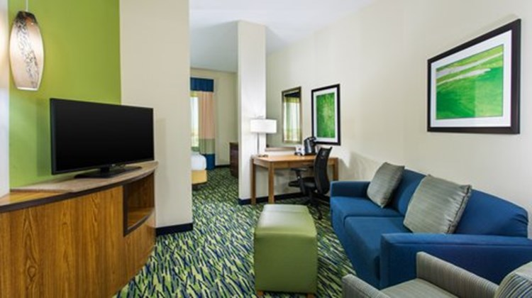 Holiday Inn Express & Suites Midland Suite