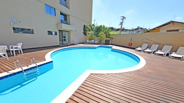 Holiday Inn Express Cuiaba Pool
