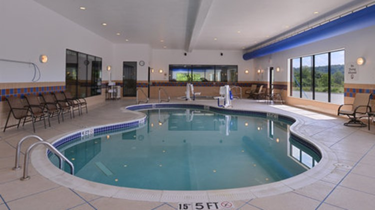 Holiday Inn Express and Suites Fairmont Pool