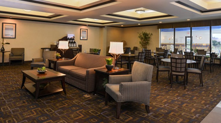 Holiday Inn Express and Suites Fairmont Lobby