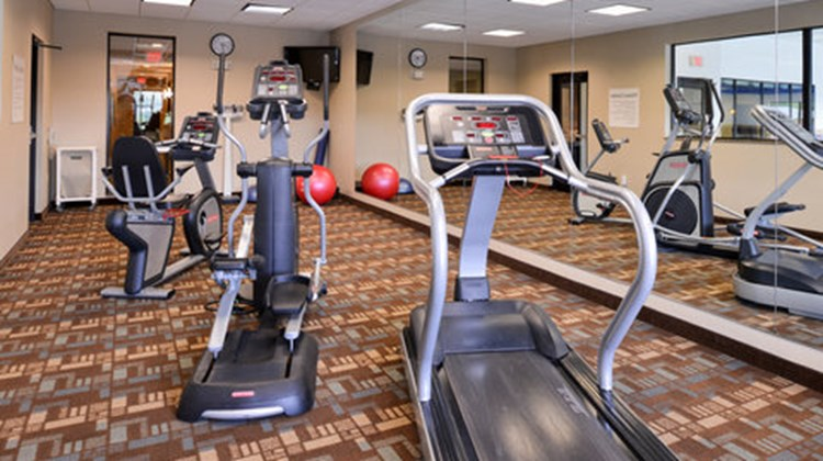 Holiday Inn Express and Suites Fairmont Health Club