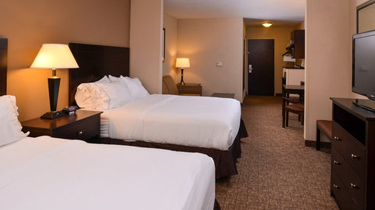 Holiday Inn Express and Suites Fairmont Room
