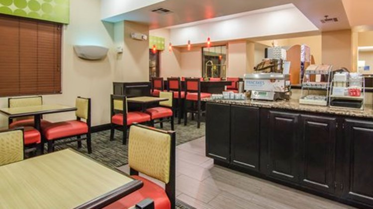 Holiday Inn Express Hotel/Suites Vinita Restaurant